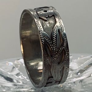 Vintage Hand Crafted .925 Stamped Ring - size 8